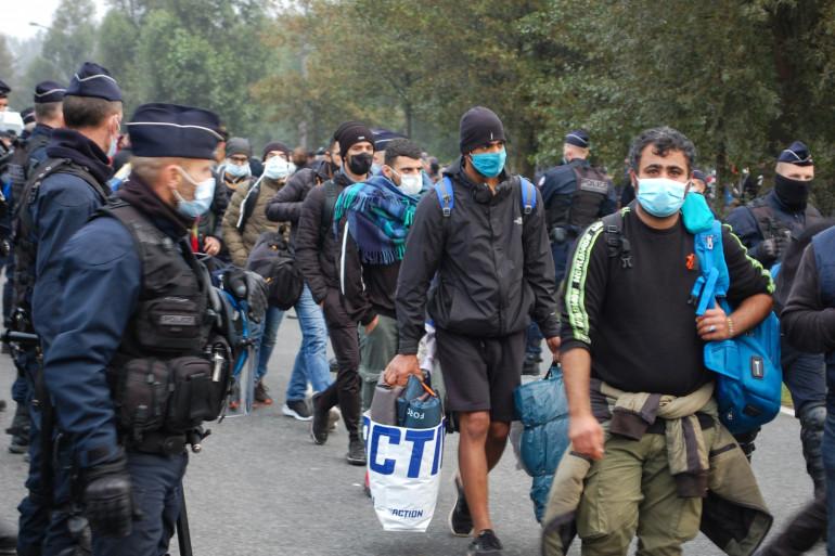 Des CRS, dans le camp de migrants de Calais, le 29 septembre 2020