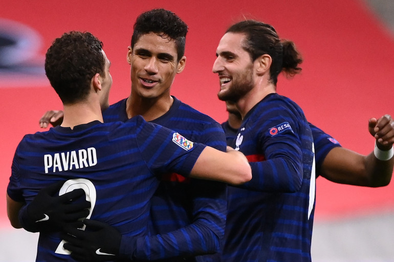 Benjamin Pavard, Raphaël Varane et Adrien Rabiot au Stade de France le 17 novembre 2020