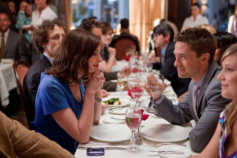 Être au restaurant entouré de plein d'autres couples mielleux est une des bonne raison de ne pas sortir de chez soi le soir du 14 février