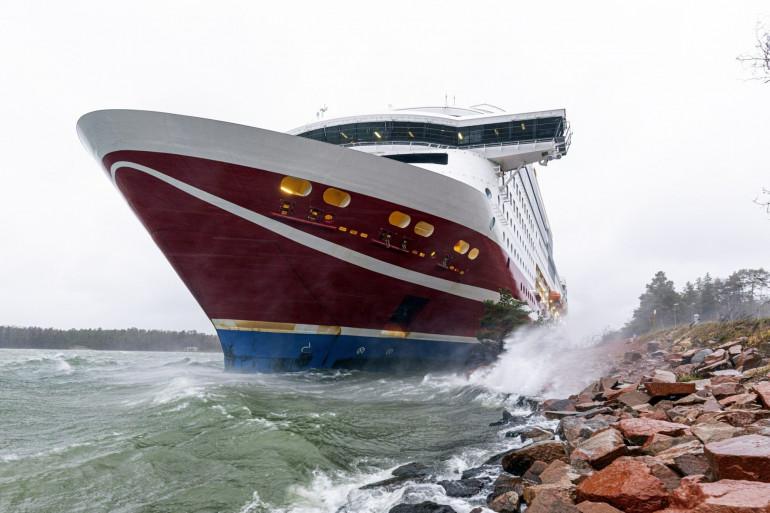 Le navire de croisière Viking Line Viking Grace s'est échoué avec quelque 300 passagers au sud de Mariehamn, dans les îles Aland, en Finlande, le 21 novembre 2020.