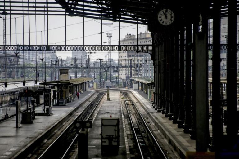 Un quai de la gare de Lyon à Paris (Illustration)