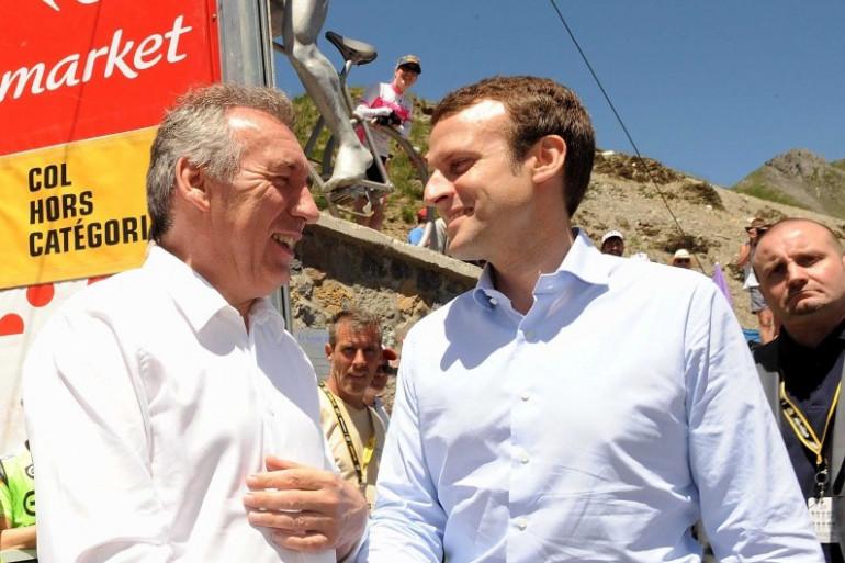 François Bayrou et Emmanuel Macron, le 9 juillet 2016 sur le Tour de France