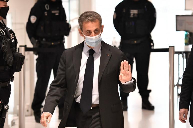 """L'ancien président de la République, Nicolas Sarkozy, qui arrive au tribunal de Paris pour son procès pour corruption et trafic d'influence dans l'affaire des """"écoutes"""", le 30 novembre 2020."""