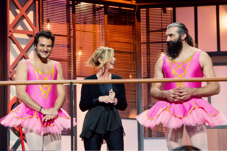 """Amir, Sébastien Chabal et Aurélie Dupont font le show en tutu rose dans """"Mission Enfoirés"""""""