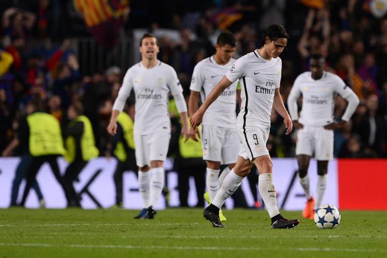 Les joueurs parisiens défaites après leur incroyabke défaite sur la pelouse du Camp Nou lors de Barça-PSG le 8 mars 2017
