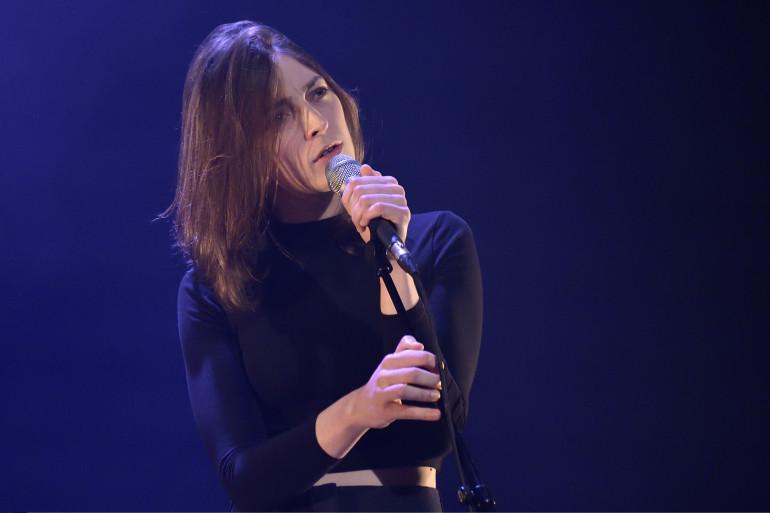 La chanteuse Fishbach au théâtre du Rond-Point (Paris) le 2 mai 2016.