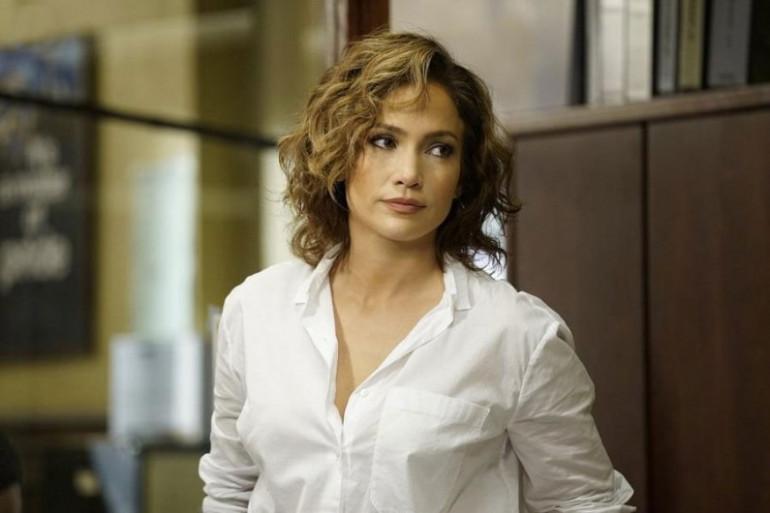 """Jennifer Lopez est la star de la série """"Shades of Blue"""" sur France 2"""