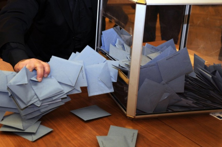 Des bulletins de vote sortis d'une urne, en 2014 (archives).