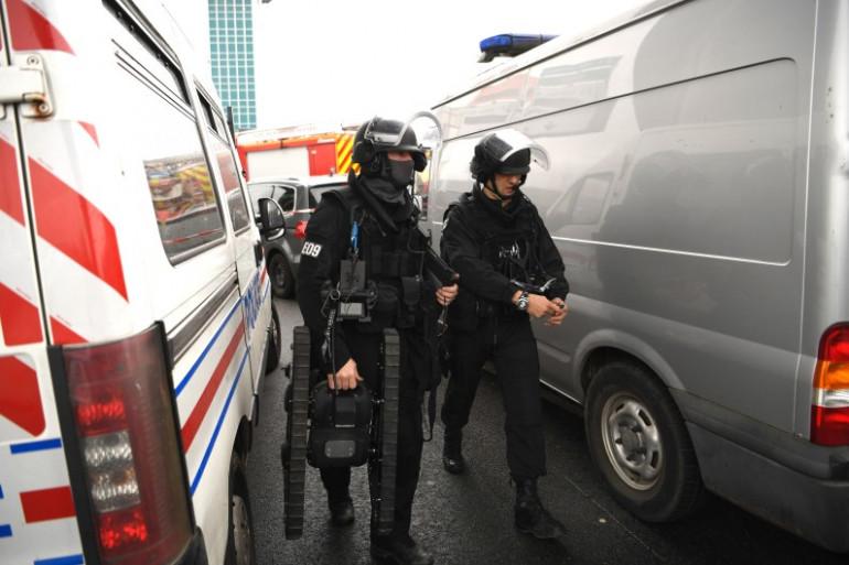 Des membres du RAID arrivent à l'aéroport d'Orly, à Paris