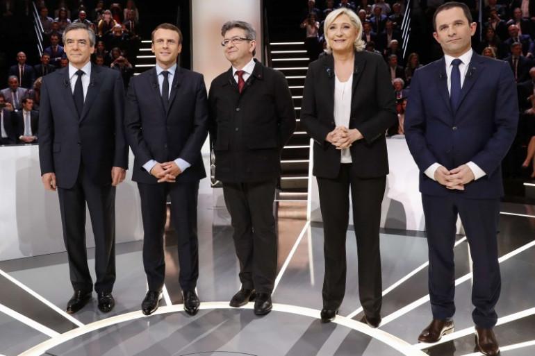 """Emmanuel Macron et Jean-Luc Mélenchon étaient côte-à-côte lors de la photo sur le plateau du """"Grand Débat"""", le 20 mars 2017 sur TF1"""