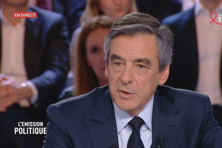"""François Fillon lors de """"L'Émission politique"""" du 23 mars 2017 sur France 2."""