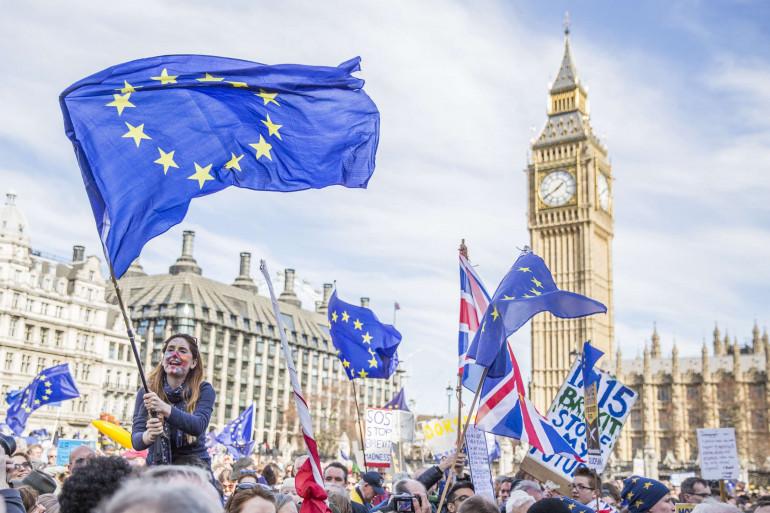 Londres : des dizaines de milliers de personnes marchent contre le Brexit