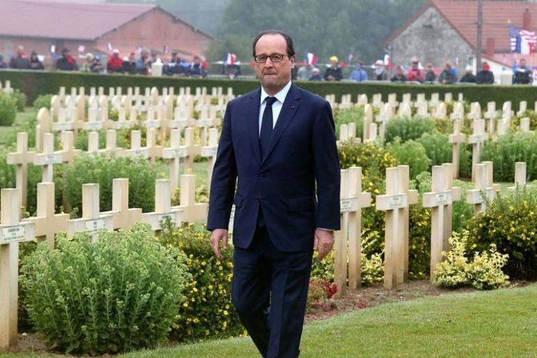 François Hollande visite le cimetière militaire de Cerny-en-Laonnois, près du Chemin des Dames, le 10 juillet 2014