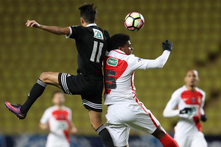 Le Monégasque Jemerson à la lutte avec l'Ajaccien Madri lors des 32es de finale en janvier 2017