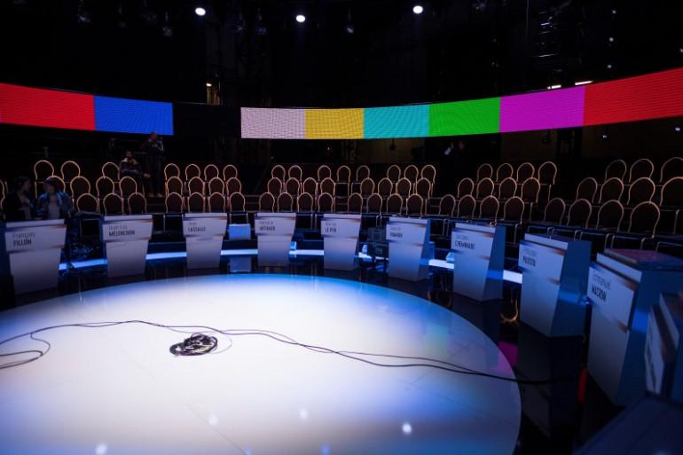 Le plateau du débat télévisé à onze candidats sur BFMTV et CNews diffusé le 4 avril