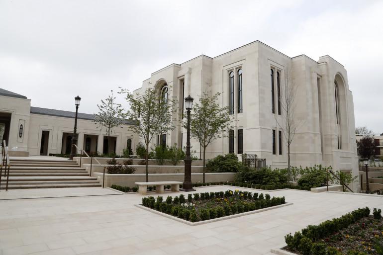Les mormons ont leur temple au Chesnay, près du château de Versailles