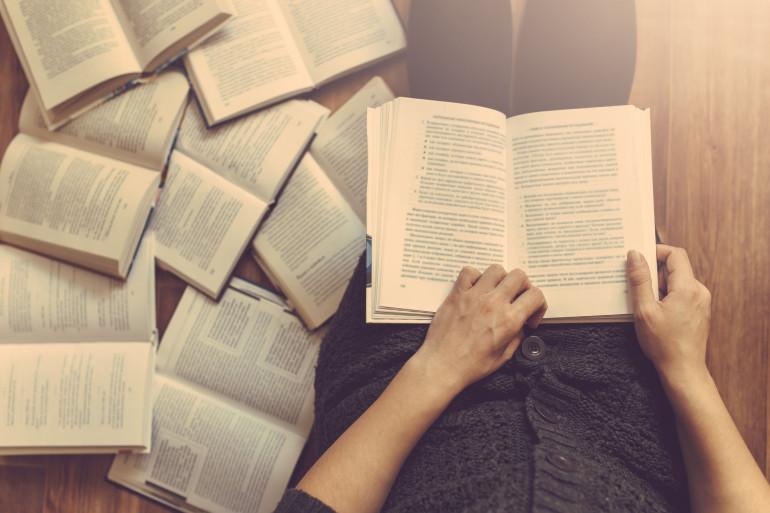 """""""Lire, c'est voyager ; voyager, c'est lire"""" - Victor Hugo -"""