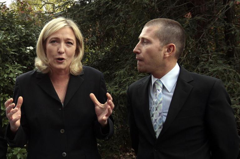 Laurent Salles au côté de Marine Le Pen le 5 avril 2009 à Suresnes.