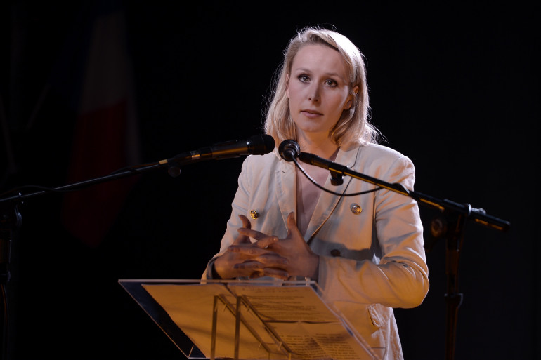 Marion Maréchal-Le Pen s'en est prise à Philippe Poutou lors d'un meeting à Bayonne, le 11 avril 2017.