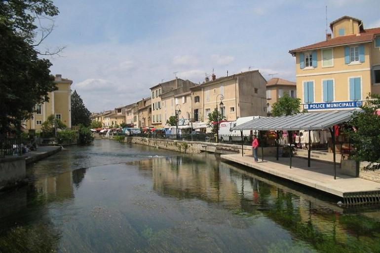 L'Isle-sur-la-Sorgue accueille chaque année la plus grande foire d'Europe, avec 500 commerçants