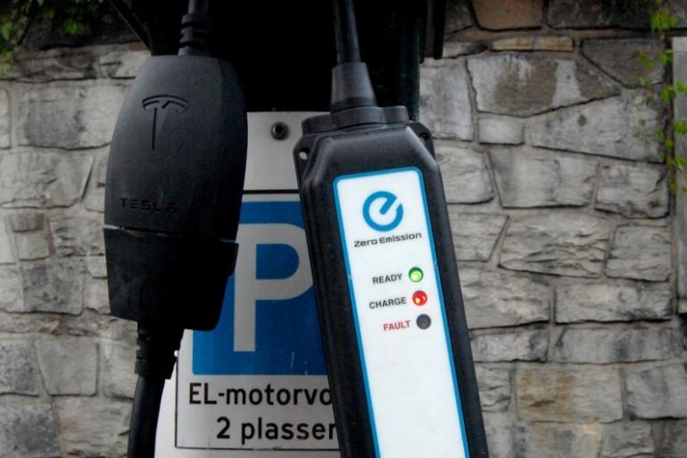 Une borne de recharge électrique à Oslo