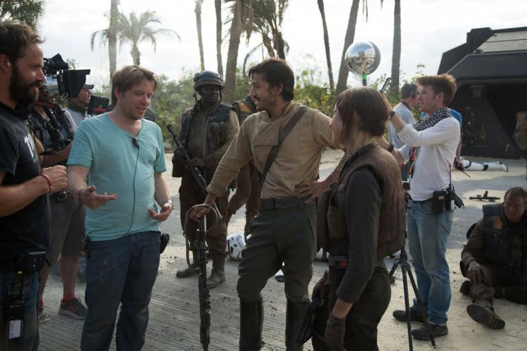 """Gareth Edwards, Felicity Jones et Diego Luna sur le tournage de """"Rogue One"""""""