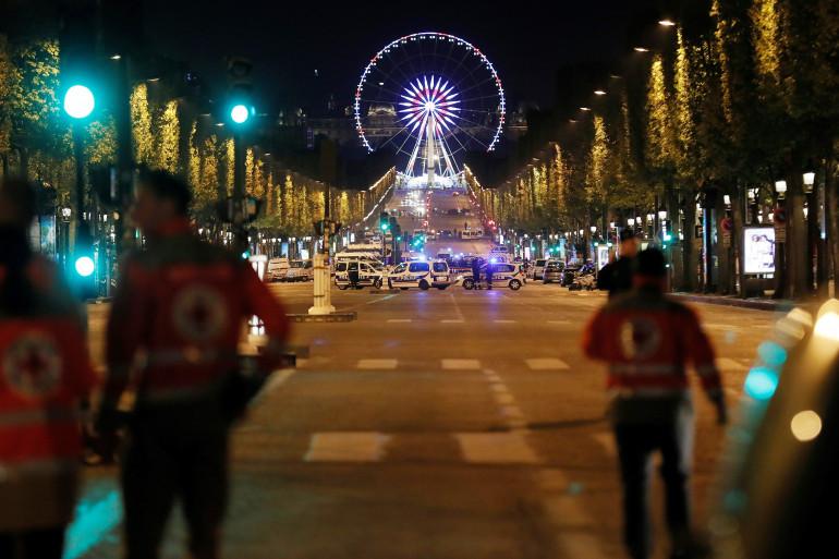 Les Champs Élysées bouclés après l'attentat qui a frappé la capitale jeudi 20 avril 2017