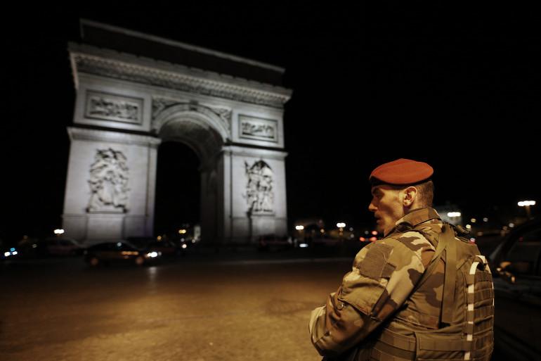 Un homme a abattu un policier et blessés deux autres sur les Champs-Élysées jeudi 20 avril dans la soirée