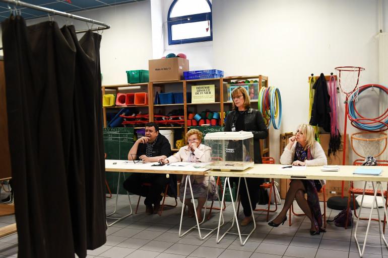 Un bureau de vote à Marseille, lors du premier tour de l'élection présidentielle le 23 avril 2017