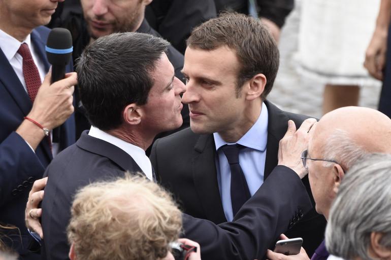 Manuel Valls et Emmanuel Macron en juillet 2016 à Nice