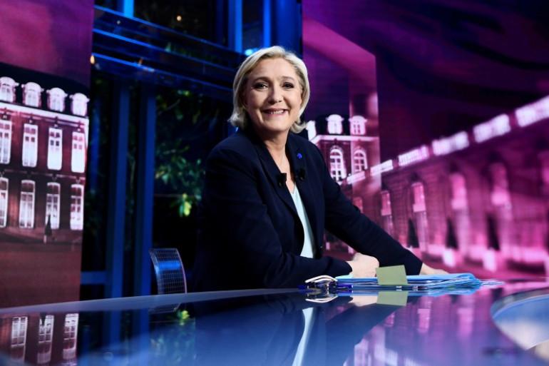 Marine Le Pen sur le plateau de TF1, mardi 25 avril.