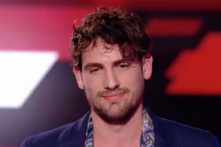 """Valentin Stuff sur la scène de """"The Voice"""""""