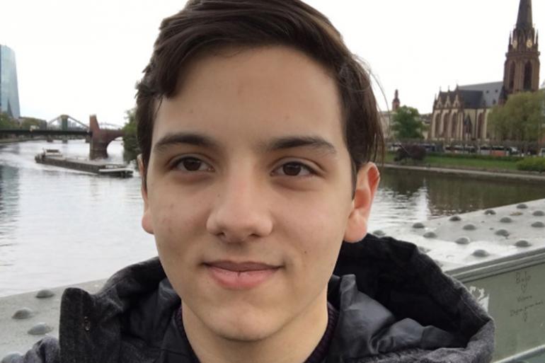 Julián Ríos Cantú est un jeune entrepreneur de 18 ans