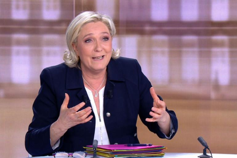 Marine Le Pen sur le plateau du débat télévisé d'entre-deux-tours, le 3 mai 2017