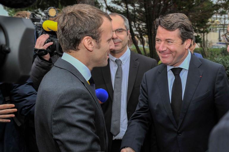 Emmanuel Macron et Christian Estrosi à l'usine Kem One de Fos-sur-Mer le 28 janvier 2016.