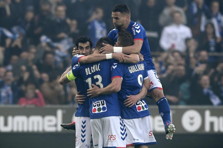 Les joueurs de Strasbourg sont champions de L2