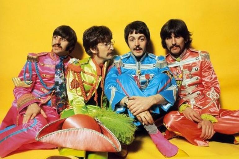 """Les Beatles lors de la promotion de """"Sgt. Pepper's Lonely Heart Club Band"""", 1967"""