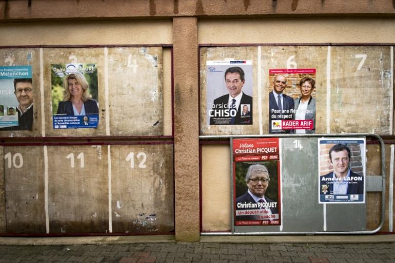 Des panneaux électoraux en vue des législatives 2017 à Aureville, près de Toulouse