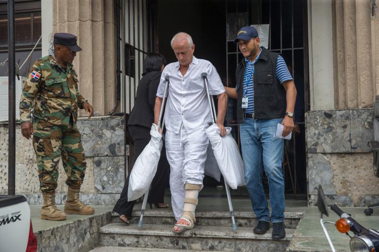 Alain Castany quitte la prison de Saint-Domingue (Républicaine dominicaine) pour être rapatrié en France.