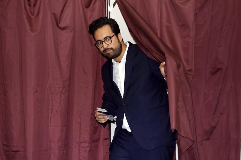 Candidat à Paris, secrétaire d'État du Numérique, Mounir Mahjoubi a voté dans un bureau du XIXe arrondissement de Paris