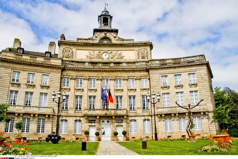 La mairie de la ville d'Alençon, dans l'Orne.