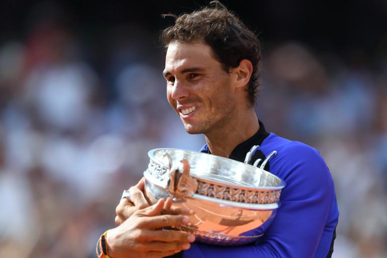 Nadal enlace la coupe des Mousquetaires en juin 2017.