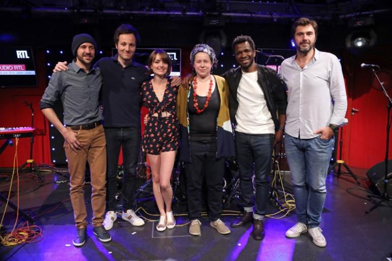 """Vilorio, Vianney, Livia, Lena Mervil Bassey Ebong et Eric Jean-Jean dans l'émission """"Mon Premier Grand Studio RTL"""""""