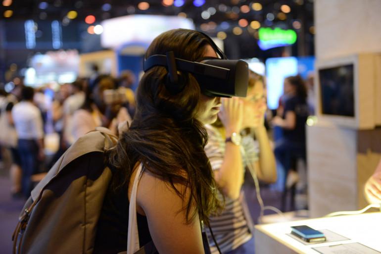 De nombreux stands proposent des expériences en réalité virtuelle