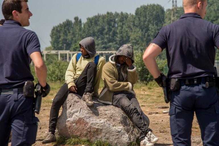 Des migrants, à Calais, le 1er juin 2017.