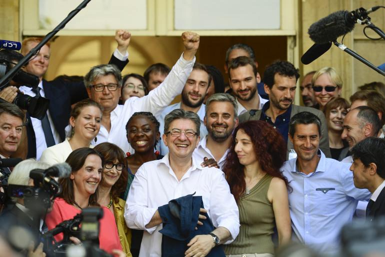 Jean-Luc Mélenchon entouré des députés de La France Insoumise, à Paris le 20 juin 2017