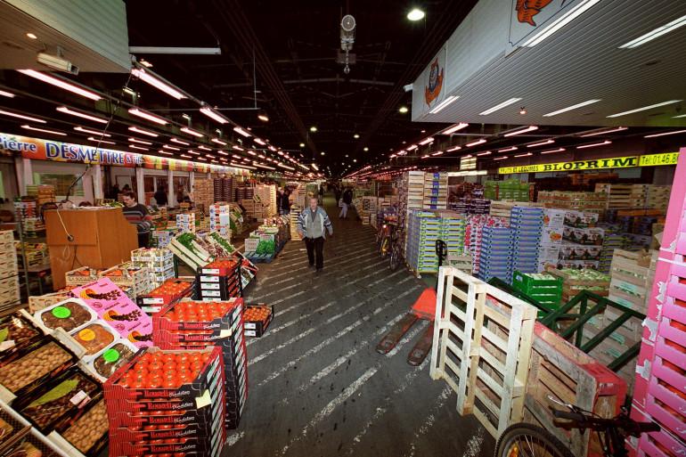 Le marché alimentaire de Rungis le 23 novembre 2001.