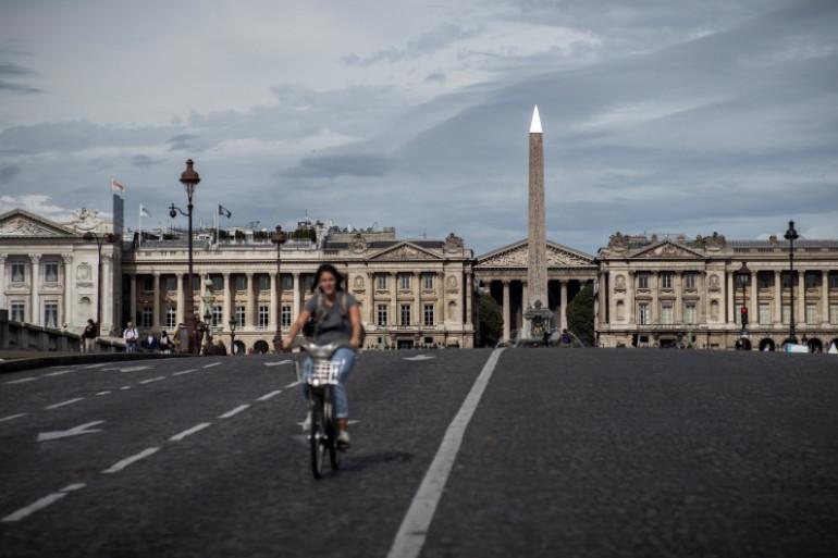 Une femme, à vélo, le 27 septembre 2016, lors de la deuxième édition de la journée sans voiture.