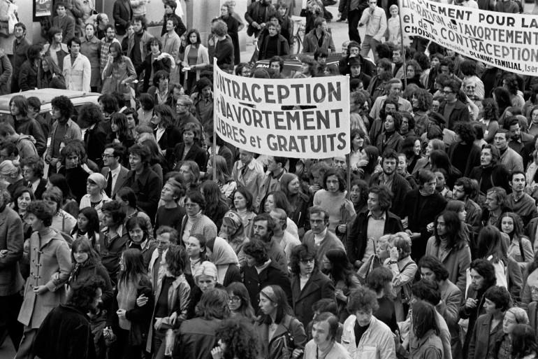 Manifestation pour le droit à l'avortement et a la contraception dans les rues de Grenoble, en 1973.