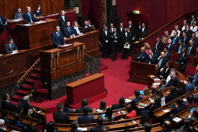 Emmanuel Macron passe son grand oral devant le Parlement à Versailles
